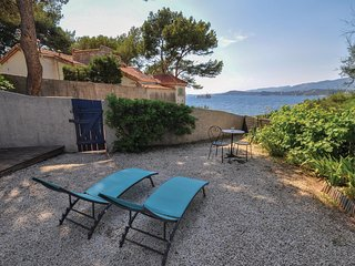 Nice home in Le Pradet w/ WiFi and 1 Bedrooms