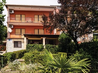 Nice home in Crikvenica w/ WiFi and 5 Bedrooms