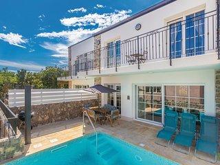 Nice home in Kornic w/ Outdoor swimming pool, Outdoor swimming pool and 3 Bedroo