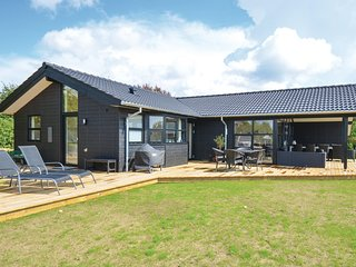 Awesome home in Ebeltoft w/ WiFi and 4 Bedrooms (D10010)