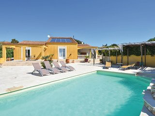 Amazing home in Poulx w/ WiFi, 4 Bedrooms and Outdoor swimming pool