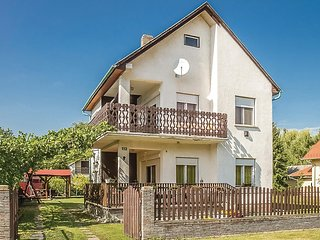 Beautiful home in Balatonmariafurdo w/ 3 Bedrooms (UBW391)