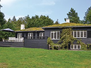 Amazing home in Hornbæk w/ WiFi and 5 Bedrooms