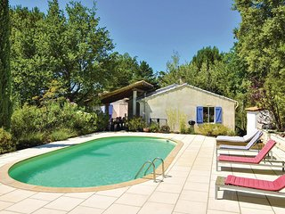Stunning home in Mollans sur Ouveze w/ WiFi, Outdoor swimming pool and 5 Bedroom