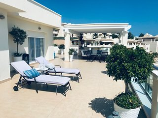 Atico lujo con 90m2 de terraza, encantador.(Mijas Costa) golf, mar y montana