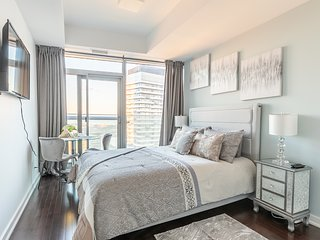 Simply Comfort. Stunning Studio 60 Floor Lake View