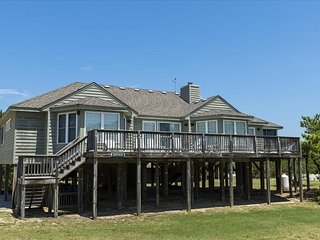 Single Level 4 BR Home - Less than 2 Blks to Beach Access