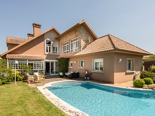 4 bedroom Villa with Pool and WiFi - 5812639