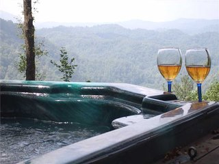 Little Buck Ridge-Romantic, Views,Fireplace,HotTub