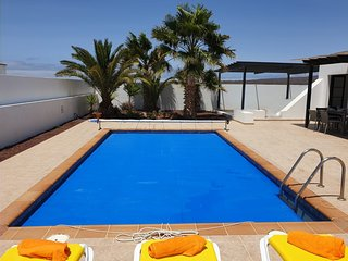Villa Dulce Vista - 3 bedrooms, Heated Private Pool, with Mountain Views