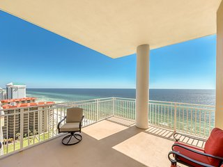 Elegant, waterfront condo w/ amazing views plus a shared pool, hot tub, & gym