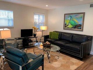 Island Suite ' Next to Siesta Key Public Beach'