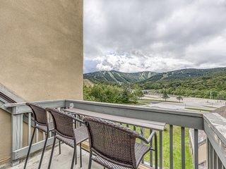 Top floor condo w/ views, shared pool/hot tub/sauna-ski nearby