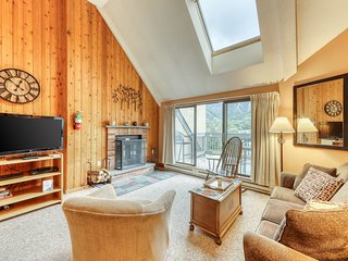 NEW LISTING! Top floor condo w/ views, shared pool/hot tub/sauna-ski nearby