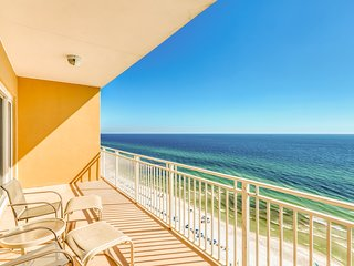 Lovely condo with beach view and amazing amenities!