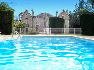 Manoir du XIXeme siecle avec Tennis et piscine privee