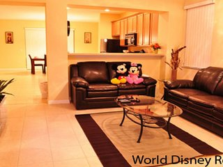 ⭐Near Disney World and Universal Studios - 3BR Town Home⭐