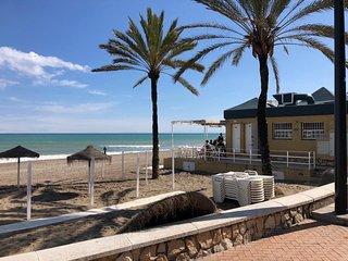 Beautiful modern apartment 100m to the Beach