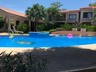 Livin´ the Dream!! 2 bedroom in Playas del Coco,