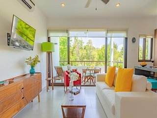 Colorful Mexican Loft- Spectacular Views Plus Resort Access!