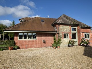 76544 House situated in Blandford Forum (8mls N)