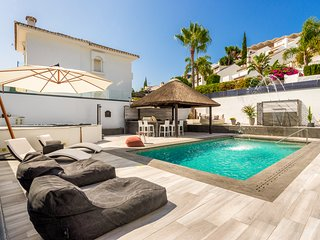 MODERN VILLA WITHIN WALKING DISTANCE TO PUERTO BANUS AND THE BEACH