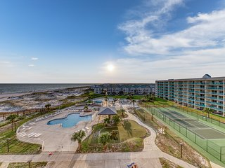 Cozy, waterfront condo w/shared hot tub, pool, views-walk to beach
