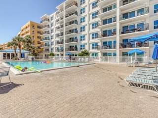 Bright condo in a beachfront complex w/ shared pool, fitness room & hot tub!