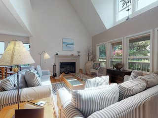 Bright home steps from the beach w/ jetted tub, deck & grill - dogs welcome!