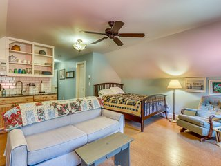 Modern-rustic apartment w/ ideal location across from Payette Lake!