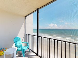 Oceanfront condo w/ ocean views, shared pool & free WiFi!