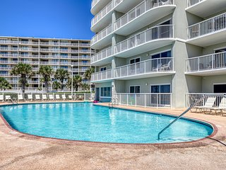 Third floor, gulf side condo w/ beautiful views, outdoor pool, & beach access!
