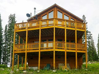 Fairplay Cabin w/ Mtn View - 30 Mins to Breck!