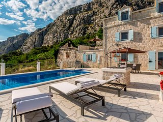 Villa NARESTE, pool & sea view