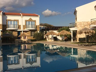 Self catering 2 bedroom villa with pool, sea and mountain views, 5 mins to beach