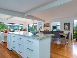 BEACH HOUSE RENTALS - WESTMINSTER GROVE DELIGHT, SORRENTO