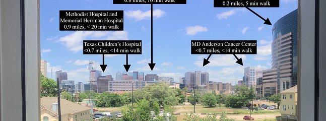 MD Anderson fica a uma curta caminhada de 1,1 km; também há um serviço de traslado a 0,3 km e o metrô a 0,6 km.