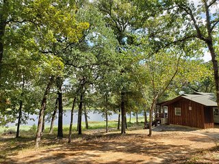 Morrow Lake Cabin: Fishing! Seclusion! 10 acre private lake in 60+ acre woods!
