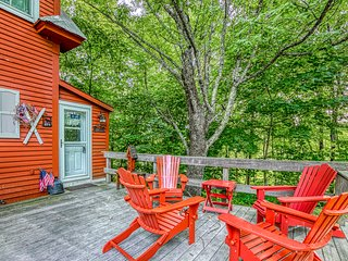 Family-friendly home w/ a full kitchen and spacious deck - near ski mountain!