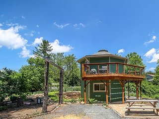 Mountain Lighthouse - New Rental Near West Jefferson With WIFI & Large Deck