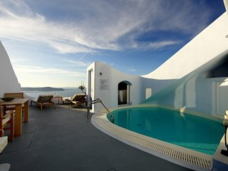 BlueVillas | Villa The Cave | Private pool with volcano view close to Fira
