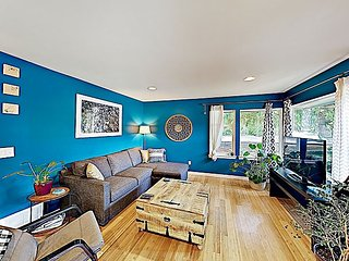 Remodeled Retreat w/ Deck, Near Golden Gardens Park & Trendy Ballard