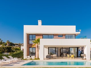 Exclusive villa in the New Golden Mile, close to Puerto Banús