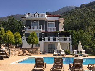 Fabulous Sunflower 5 bed Villa with own pool, Amazing Views.