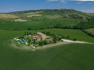 Pienza Villa Sleeps 12 with Pool Air Con and WiFi - 5764826