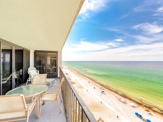 High-end condo w/gulf & beach views, shared pools, hot tub, BBQ space, gym