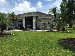 3 Bedroom 2 Bath Pool Home close to Downtown Sarasota and Siesta Key Beach
