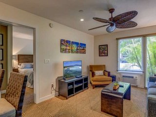 Nicely upgraded and well maintained - Aina Nalu J-105 - walk to Lahaina town!