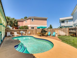 Gorgeous coastal home w/private & shared pools, tennis court, and beach access