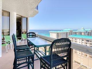 High-end condo w/breathtaking ocean views & shared hot tub, pool, gym & more!